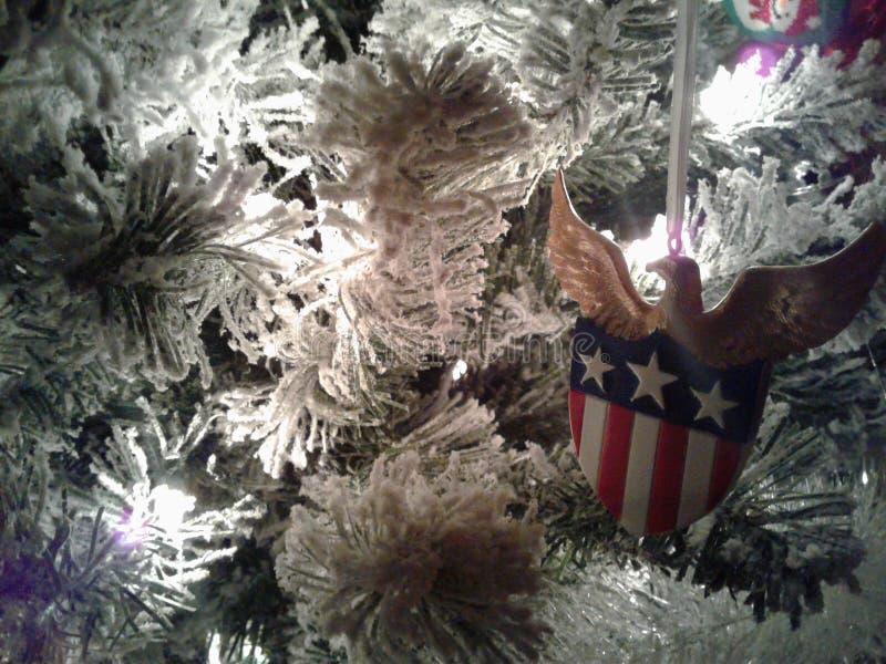 Fine patriottica dell'albero di Natale su fotografia stock libera da diritti