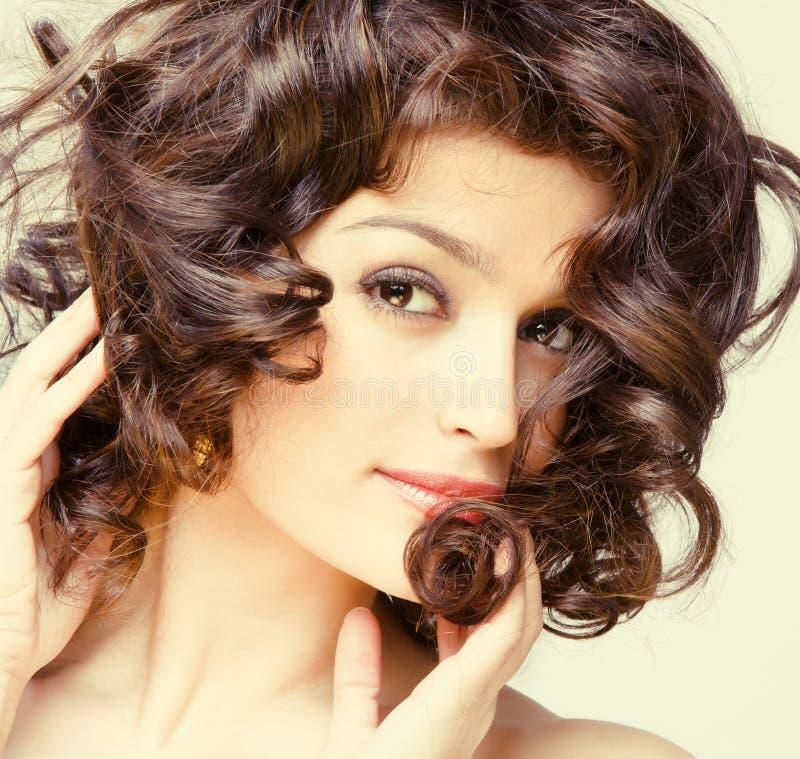 Fine splendida del brunette in su fotografie stock libere da diritti
