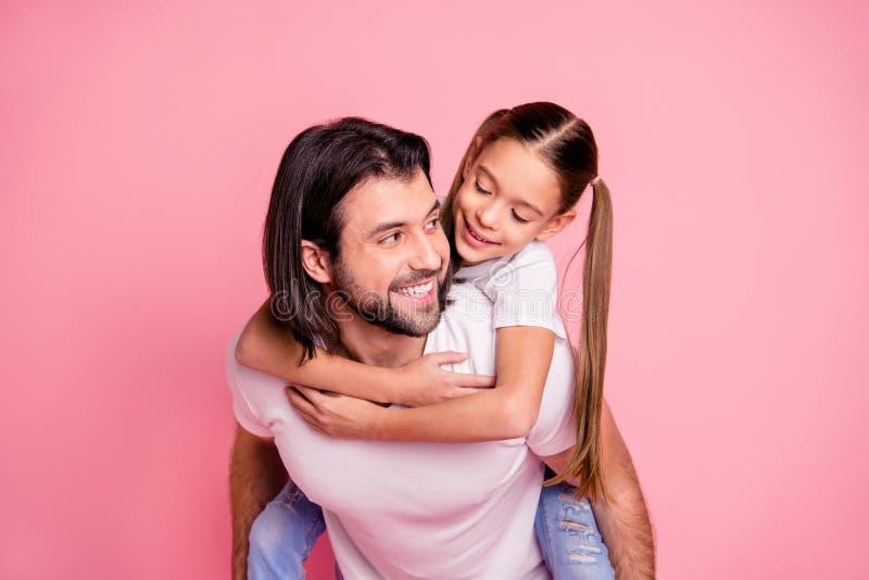 Fine su bello adorabile della foto la sua piccola signora lui lui la sua tenuta del papà di papà poca principessa trasporta sulle immagine stock