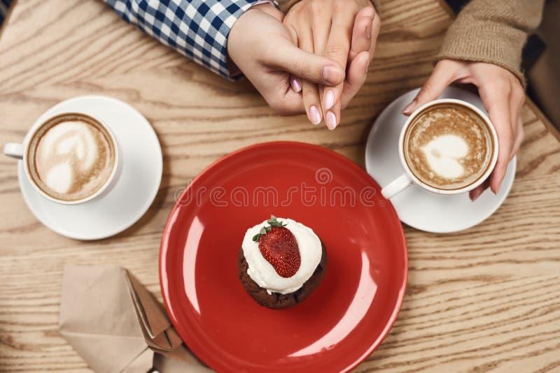 Fine in su Coffe con desetr sulla tavola fotografia stock