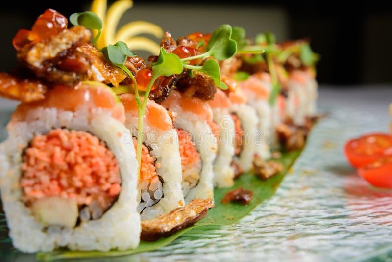 Fine in su del rullo di sushi fotografie stock