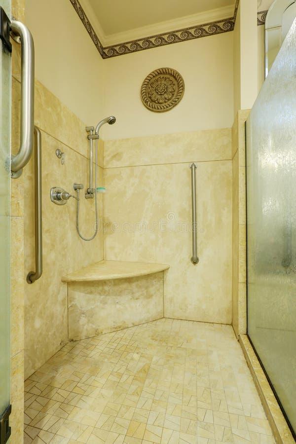 Mattonelle doccia great piastrelle bagno doccia fc coprire piastrelle bagno resina with - Sigillare fughe piastrelle doccia ...