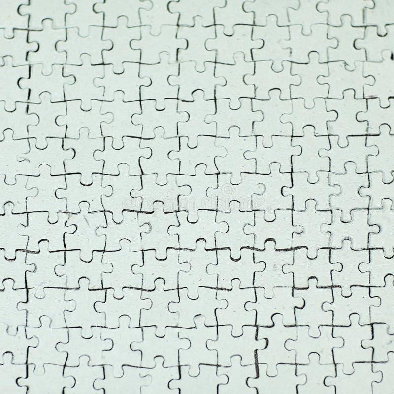 Fine in su la carta in bianco si è raccolta dai pezzi di puzzle su backgr grigio fotografie stock libere da diritti