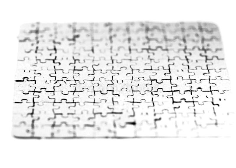 Fine in su la carta in bianco si è raccolta dai pezzi di puzzle su uno strato bianco fotografia stock libera da diritti