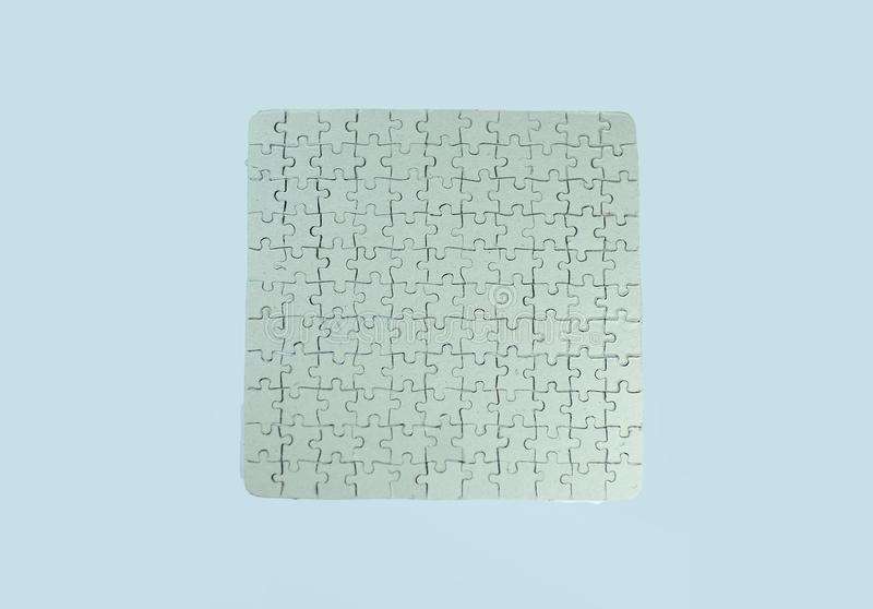 Fine in su la cartolina d'auguri in bianco grigia si è raccolta dai pezzi di puzzle fotografia stock
