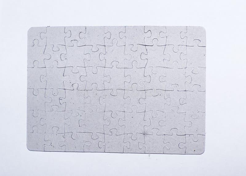 Fine in su lo schermo in bianco ha montato dai pezzi di puzzle su fondo bianco immagine stock