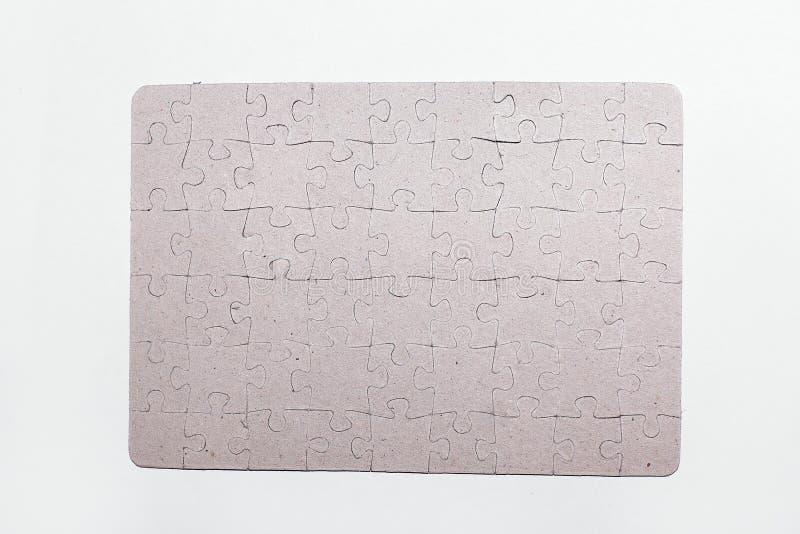 Fine in su lo schermo in bianco ha montato dai pezzi di puzzle sulla parte posteriore di bianco fotografie stock libere da diritti