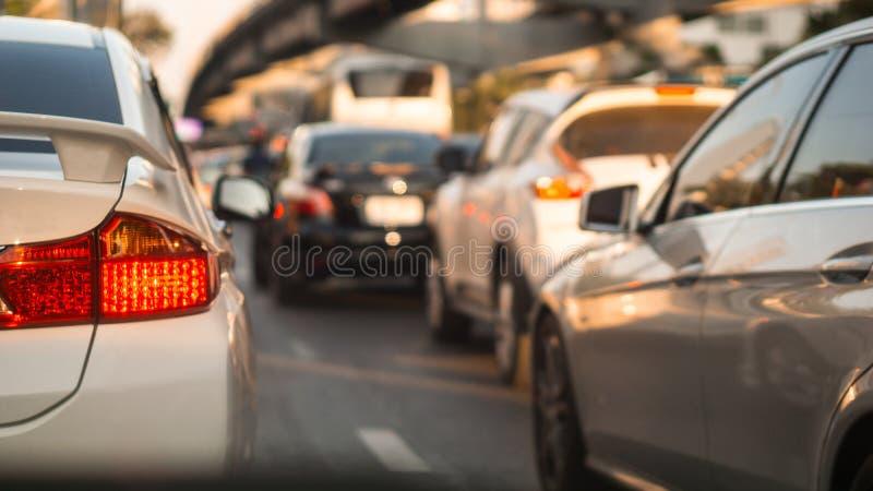 Fine sulla luce dei freni dell'automobile sull'uguagliare ingorgo stradale nella torre della città di Bangkok in corso preciso c fotografia stock libera da diritti
