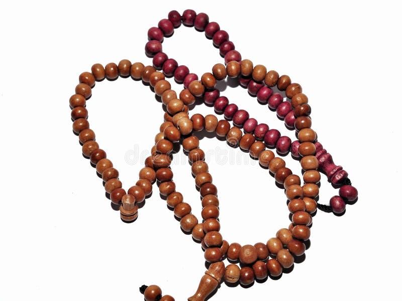 Fine sulle perle di preghiera isolate su fondo bianco immagine stock