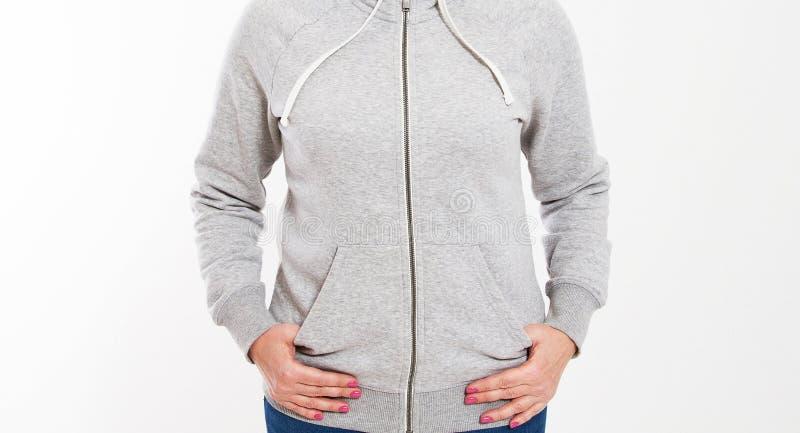 Fine sullo spazio in bianco d'uso della ragazza e sulla maglia con cappuccio lunga di grande misura Priorit? bassa bianca fotografie stock libere da diritti