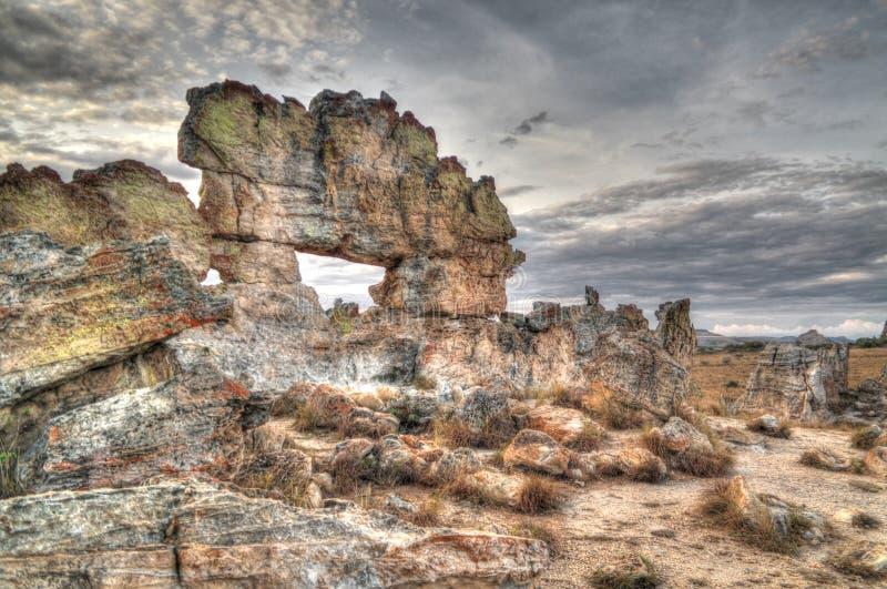 Finestra astratta di formazione rocciosa aka al parco nazionale di Isalo, Madagascar fotografia stock libera da diritti