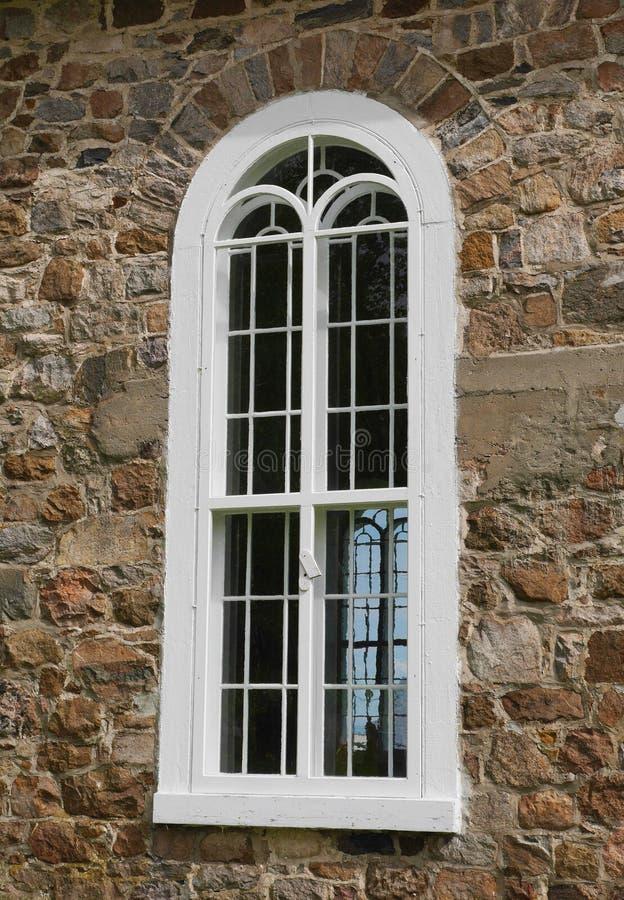 Finestra bianca della chiesa fotografia stock libera da diritti