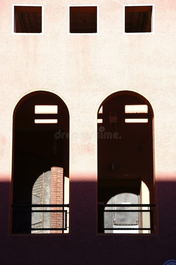 Finestra con l'arco rotondo fotografia stock libera da diritti
