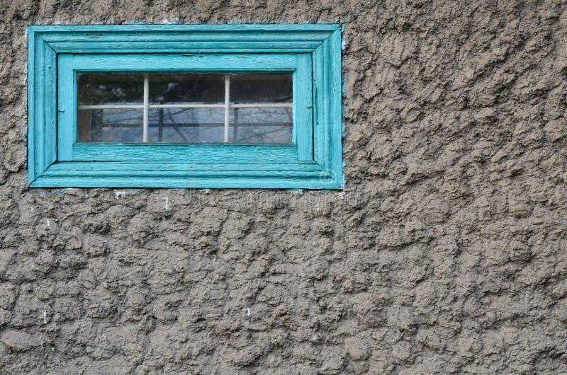 Finestra con le barre nel muro di cemento fotografie stock