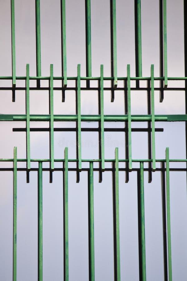 Download Finestra Con Le Sbarre Di Ferro Verdi Immagine Stock - Immagine di resistenza, finestra: 30826071