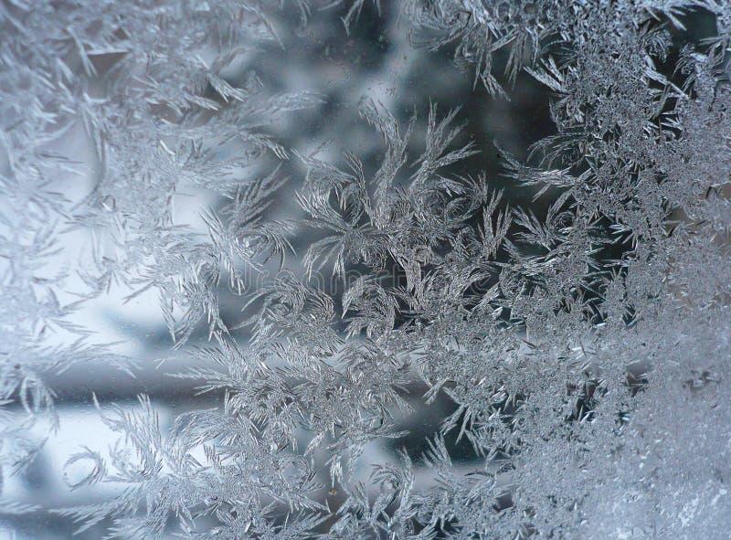 Finestra congelata di una mattina di inverno immagine stock libera da diritti