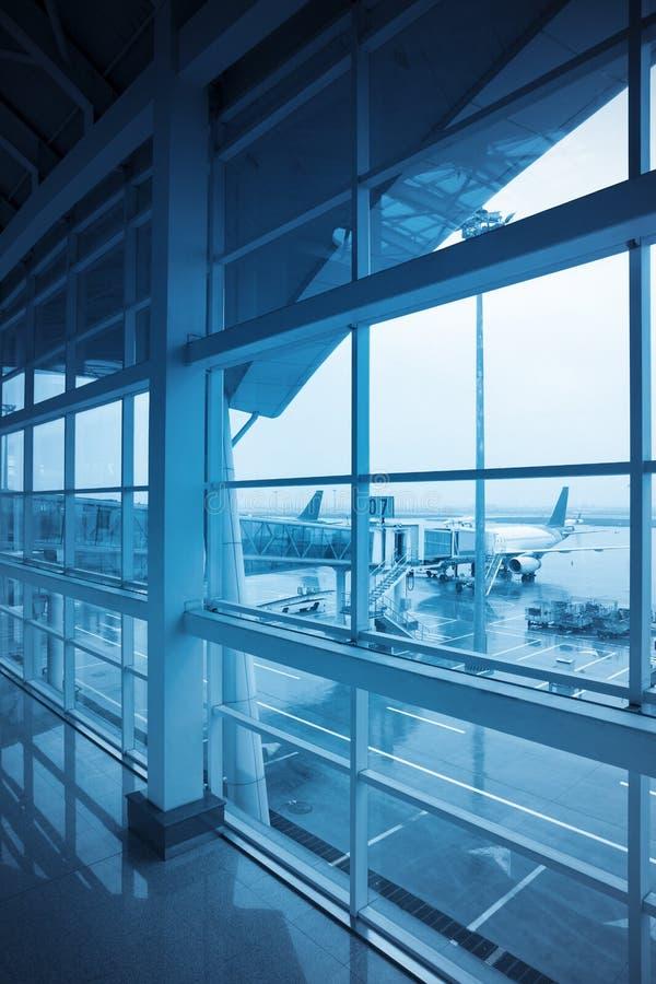 Finestra dell'aeroporto all'esterno immagine stock libera da diritti