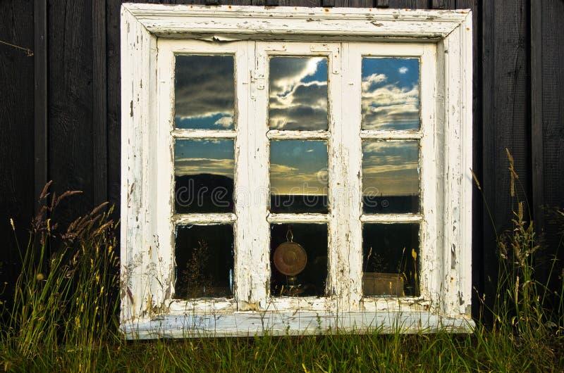Finestra della casa islandese tradizionale a Skogar fotografia stock libera da diritti