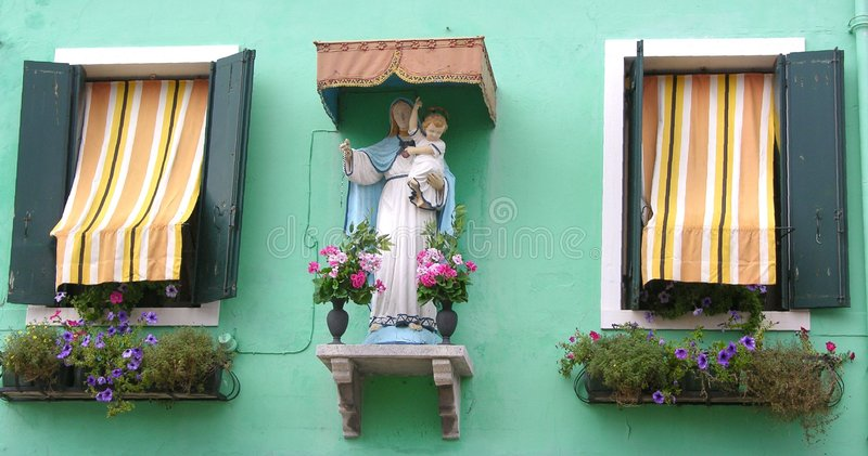 Download Finestra di Madonna immagine stock. Immagine di madonna - 211195