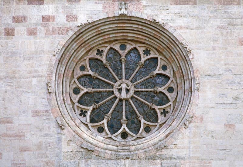 Finestra di Rosa della cattedrale di Trento immagini stock libere da diritti