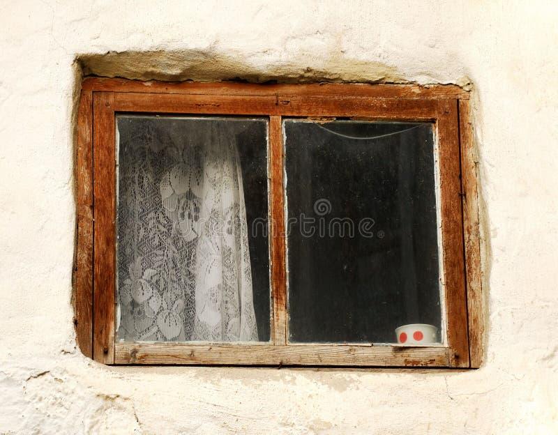 Download Finestra di vecchia casa fotografia stock. Immagine di d0 - 7314610
