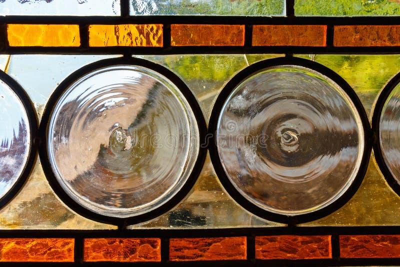 Finestra di vetro macchiata multicolore fotografia stock