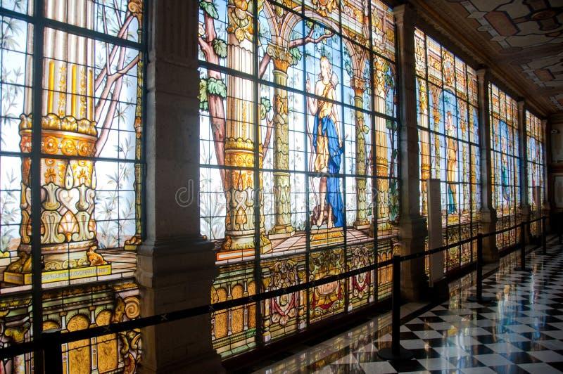 Finestra di vetro macchiata nel castello di Chapultepec, Messico fotografia stock libera da diritti