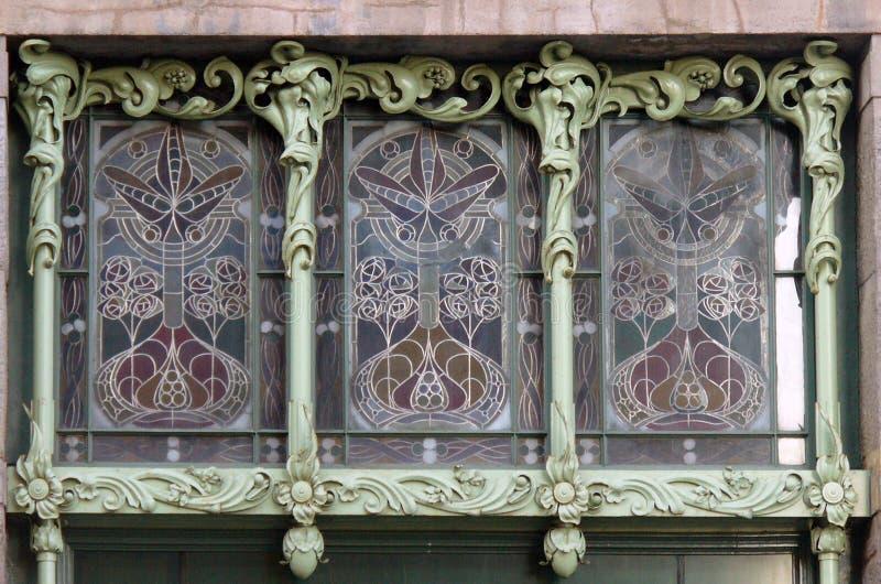 Finestra di vetro macchiato in Art Nouveau fotografia stock libera da diritti