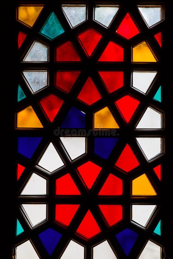 Finestra di vetro macchiato colorata del mosaico immagini stock