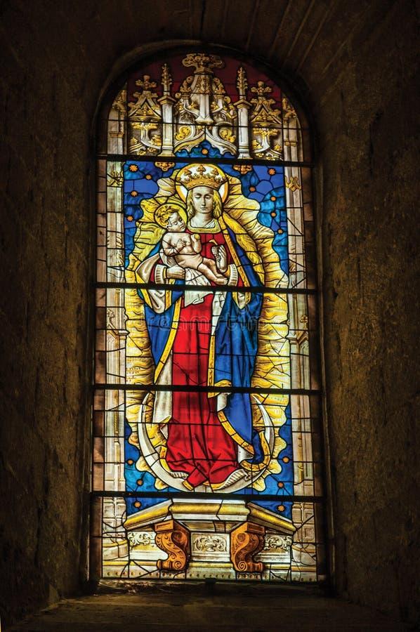 Finestra di vetro macchiato nella cattedrale gotica di Avila fotografia stock libera da diritti