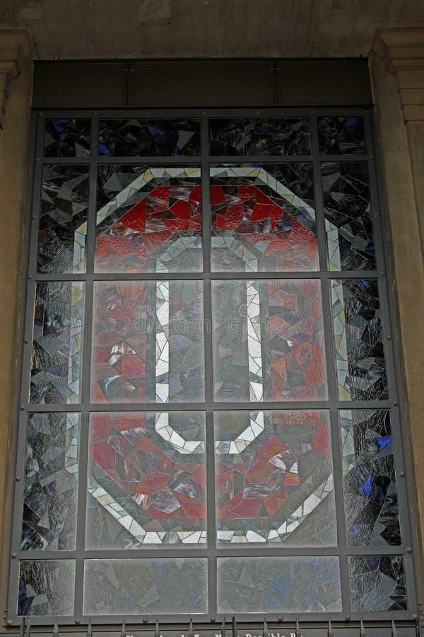 Finestra di vetro macchiato di OSU fuori dello stadio di OSU immagini stock