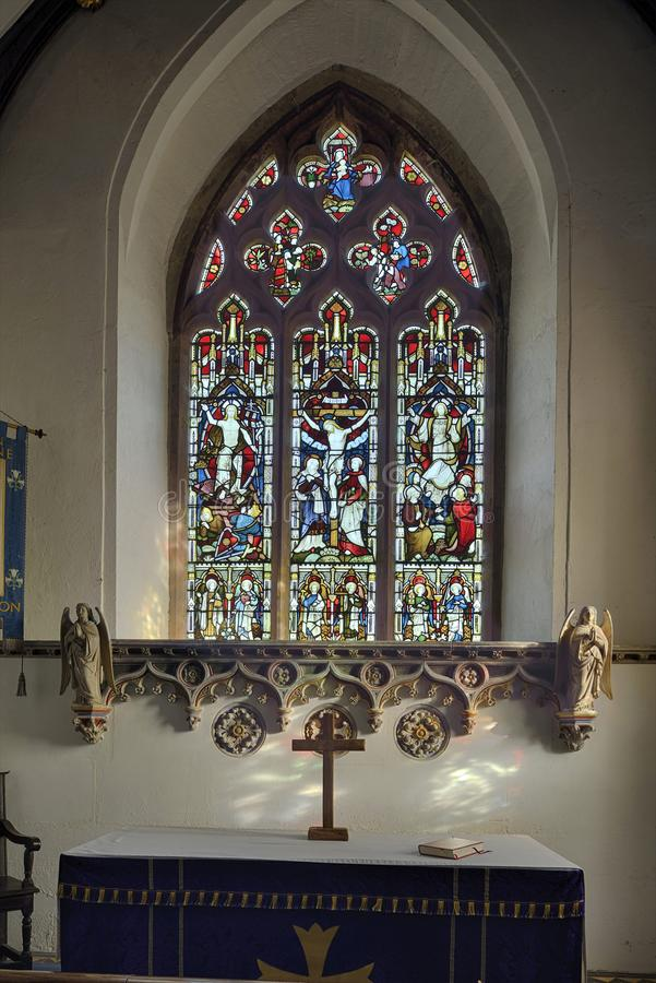 Finestra di vetro macchiato, St Peter e st Paul Church, Charlton Hore immagini stock