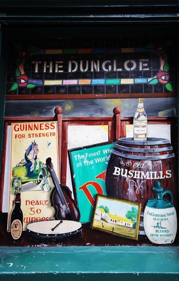 Finestra dipinta pub irlandese fotografie stock