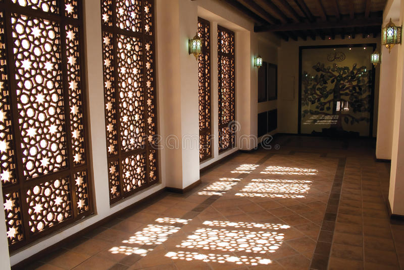 Finestra e corridoio arabi di Mashrebia immagine stock