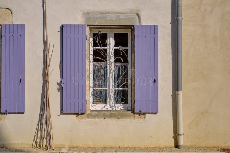 Finestra francese con i ciechi fotografia stock libera da diritti