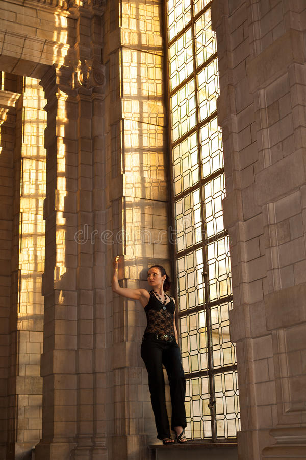 Finestra gotica macchiata donna fotografia stock