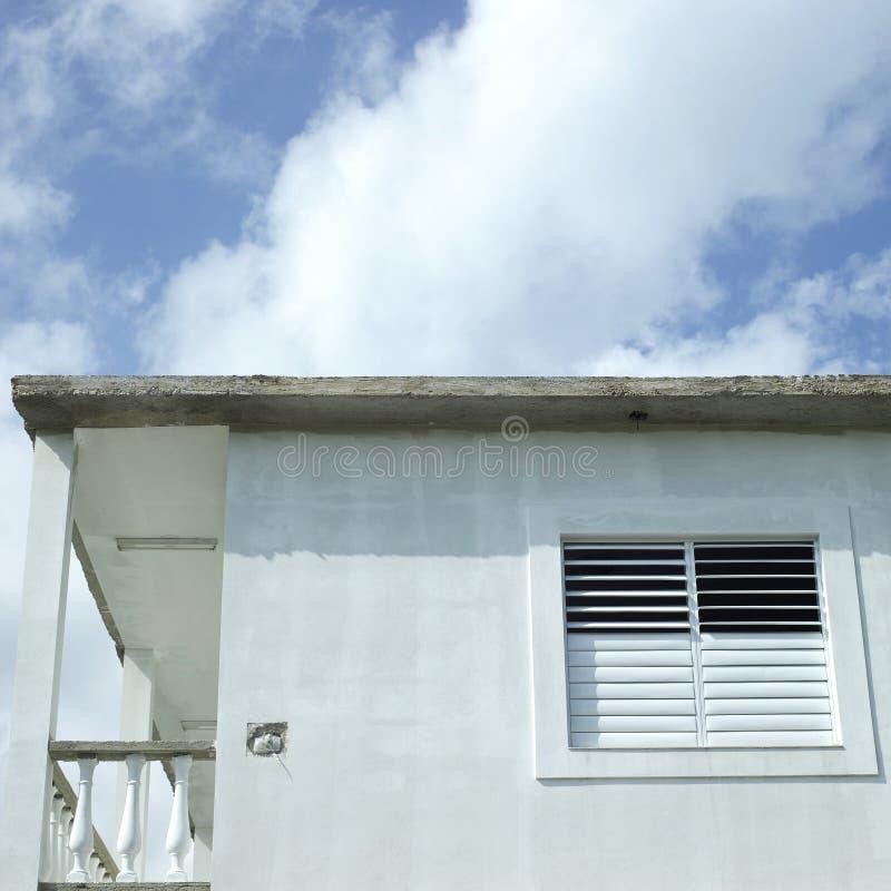 Finestra laterale di Modest Home immagini stock