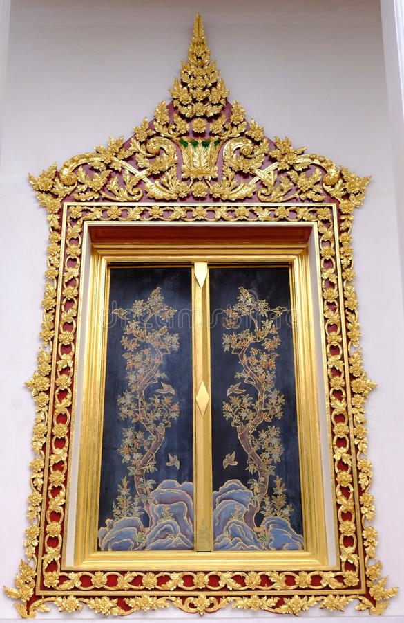 Finestra reale tailandese del santuario da Wat Chaloem Phra Kiat Worawihan fotografie stock