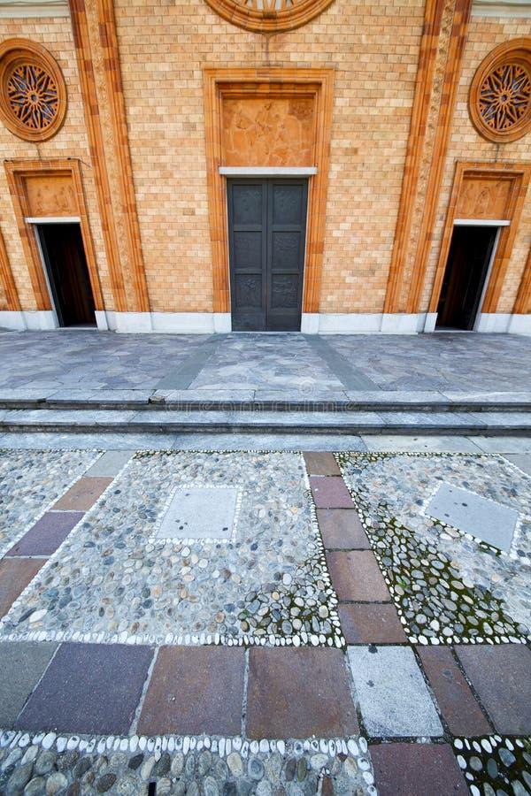 Finestra rosa di giorno soleggiato del mosaico di Vergiate Italia fotografia stock libera da diritti
