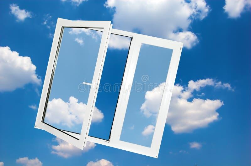 Finestra su cielo blu immagine stock