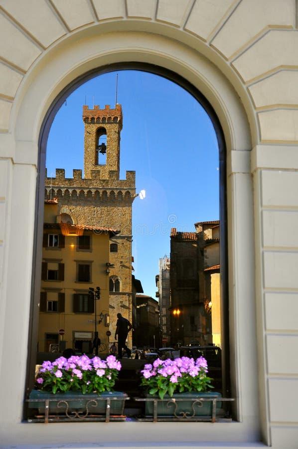 Finestra toscana a Firenze, Italia   immagine stock