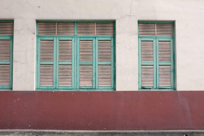 Download Finestra Verde D'annata Sulla Parete Invecchiata Immagine Stock - Immagine di antico, orientale: 56889815