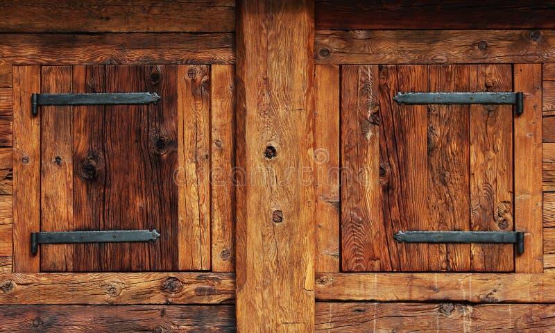 Finestre chiuse di legno immagine stock immagine di for Finestre di legno