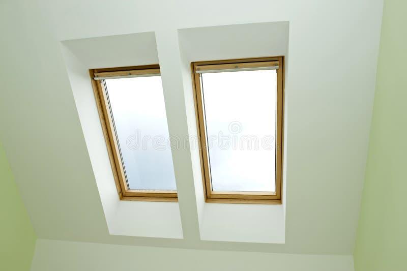Finestre del tetto fotografie stock