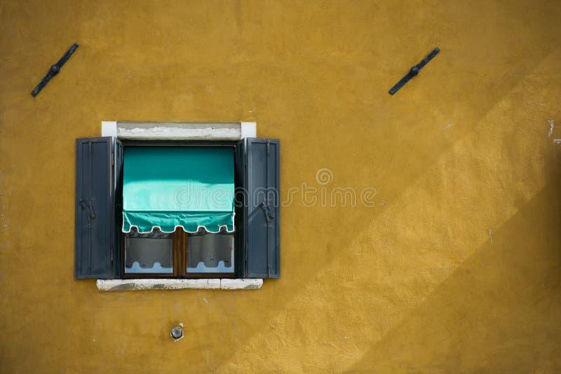 Finestre di Burano Venezia immagine stock