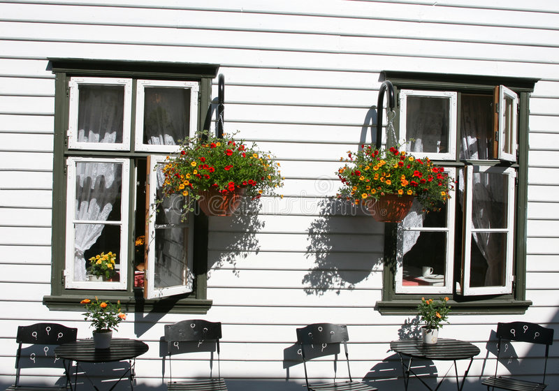 Finestre di estate fotografie stock