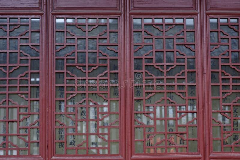 Finestre di intaglio del legno fotografie stock libere da diritti