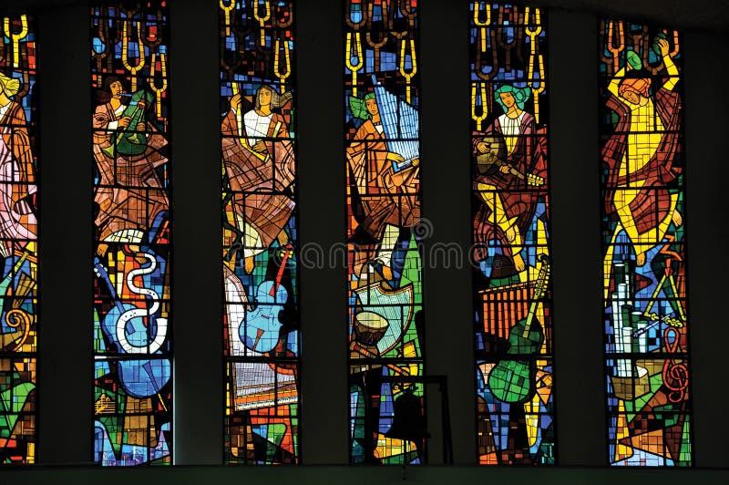 Finestre di vetro macchiato con le immagini religiose nella chiesa di Rio das Almas del ¡ di SantuÃ, a Niteroi fotografia stock libera da diritti