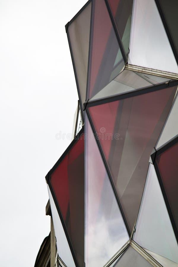 Download Finestre di vetro rosse fotografia stock. Immagine di città - 30826050