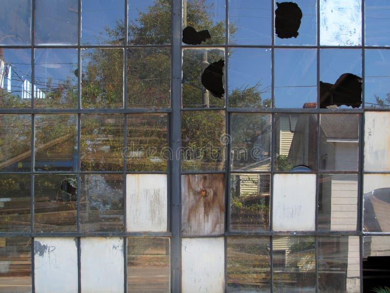 Finestre industriali rotte fotografia stock libera da diritti